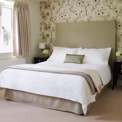 Decorating the wall behind your bedroom headboard paperblog for Wallpaper headboard