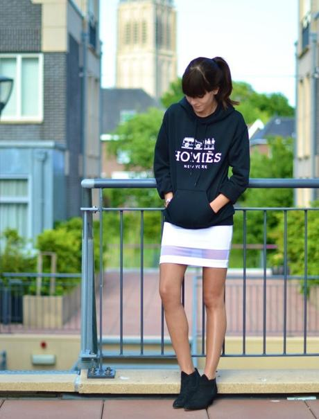 outfit homies sweatshirt acne alma boots