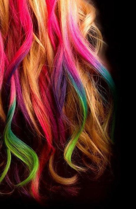 Beauty Post: The Pro's and Con's of Hair Chalking