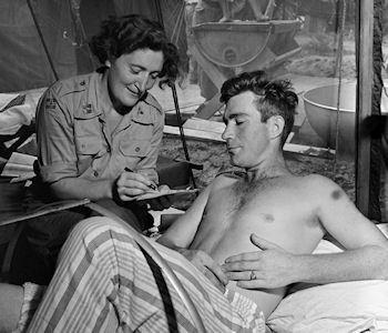 10 Captivating Snapshots Of Nurses During The Korean War