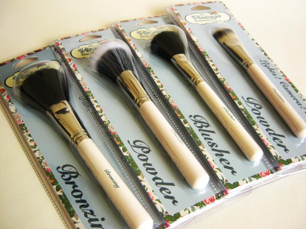 The Vintage Cosmetic Company - Makeup Brushes