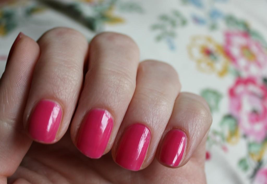Nail Art Trends The Sparkly Ombre Manicure Paperblog