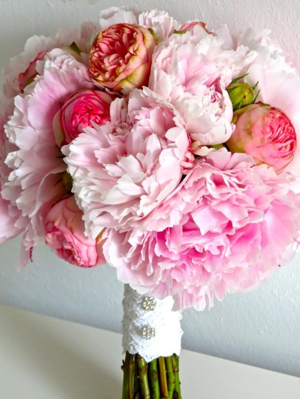 peony bridal bouquet paperblog. Black Bedroom Furniture Sets. Home Design Ideas