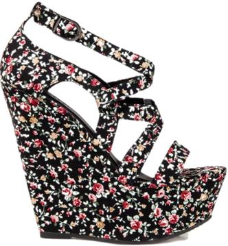 Happy Heels: Sexy Wedge Heels Spring Trend For Women Feet