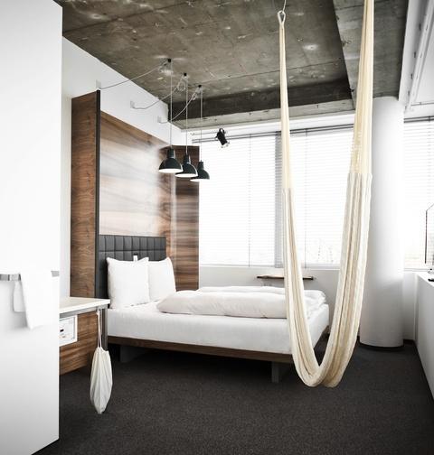 a modern design hotel in vienna paperblog. Black Bedroom Furniture Sets. Home Design Ideas