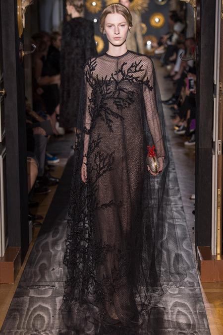 valentino haute couture fall 2013 paris fashion week paperblog. Black Bedroom Furniture Sets. Home Design Ideas