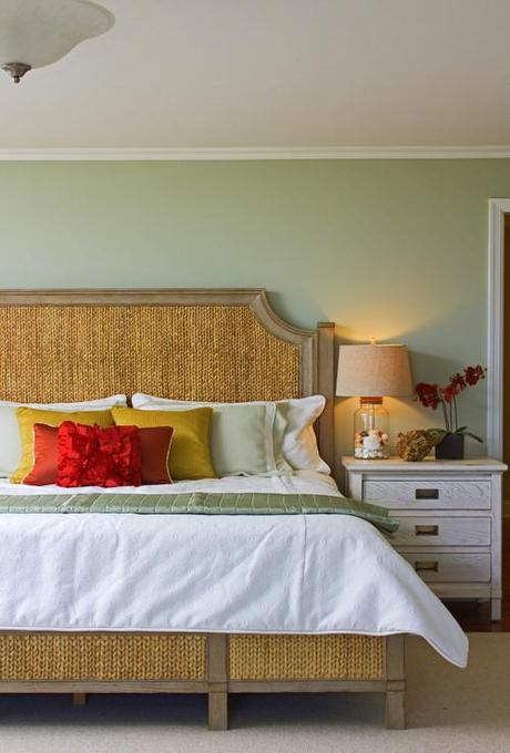 tropical bedroom Coastal Design: Perfect Summer Style HomeSpirations