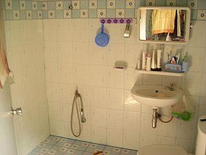 How to design small bathrooms paperblog for How often should you change your shower curtain