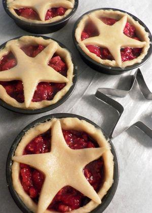 Raspberry crush tarts - Top tartlets with cut-out shapes