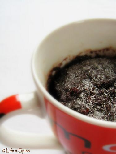 2-minute microwave chocolate cake (eggless)