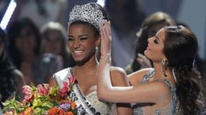 Leila Lopes of Angola Is Crowned Miss Universe 2011
