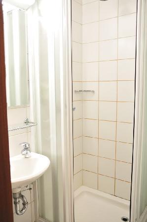 bathroom HOTEL CABIN REVIEW