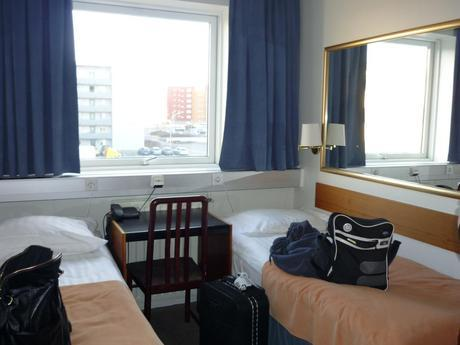 1157816502 HOTEL CABIN REVIEW