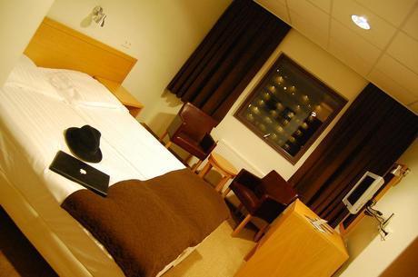 4189394375 1371ce9e20 b HOTEL CABIN REVIEW