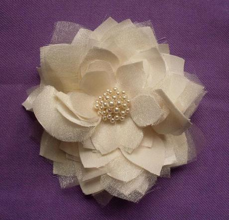 Make floral hair accessories - step by step on Rock My Wedding blog