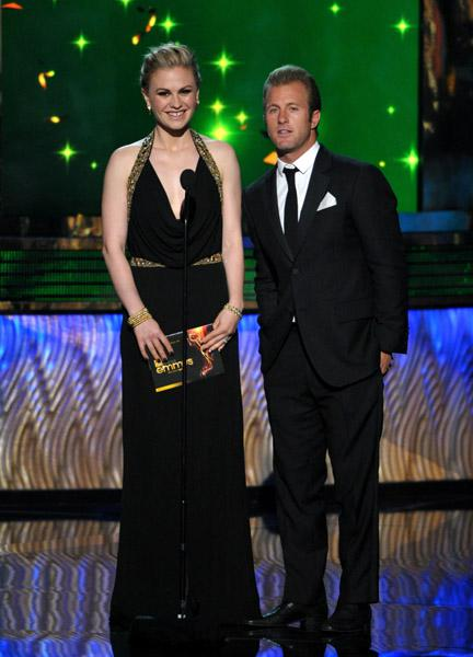 Video: Anna Paquin Presents At The 2011 Emmy Awards