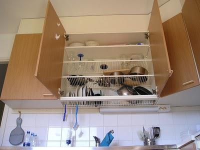 handwash dishes more efficiently with a dish draining overhead cabinet paperblog. Black Bedroom Furniture Sets. Home Design Ideas