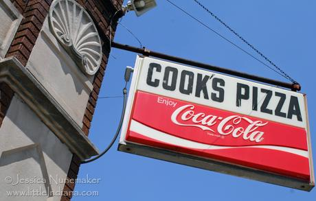 Wakarusa, Indiana: Cook's Pizza