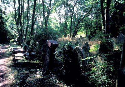 London:  Highgate Cemetery, Victorian Splendor for the Departed