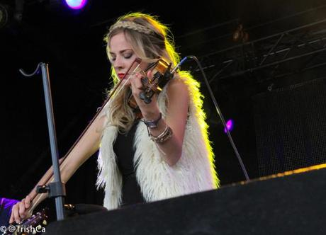 Mackenzie Porter at Boots and Hearts 2013 [credit: Trish Cassling]