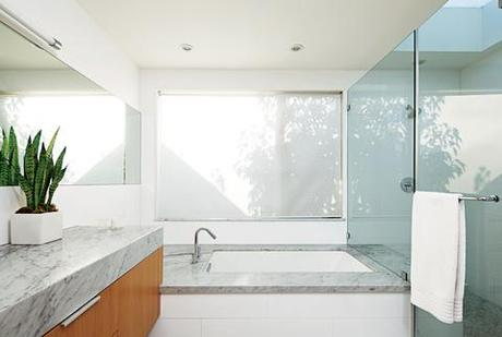 8 inspiring minimalist bathrooms paperblog - Discount bathroom vanities los angeles ...