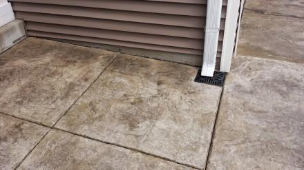 Downspout with air gap