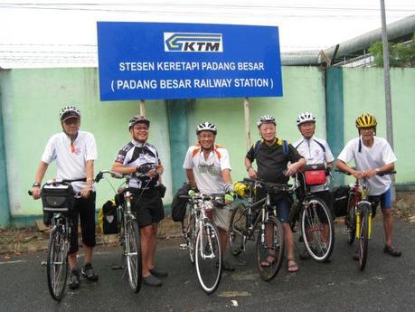 From left to right: Gary Goh, Jason Ong, Robert Tan, Francis Kang, Chan Mun Thong and Foo Siang Peng