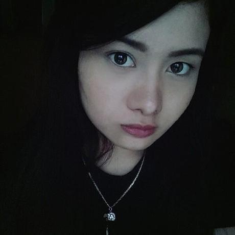 Red lips on a gloomy sunday… ♥