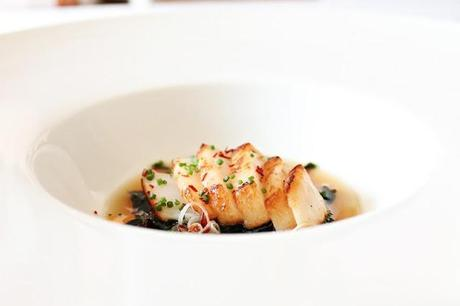 Scallop in dashi with wakame and chili oil #106