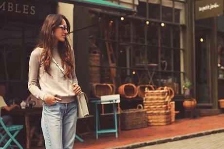 boyfriend jeans and grey sweater, how to wear boyfriend jeans