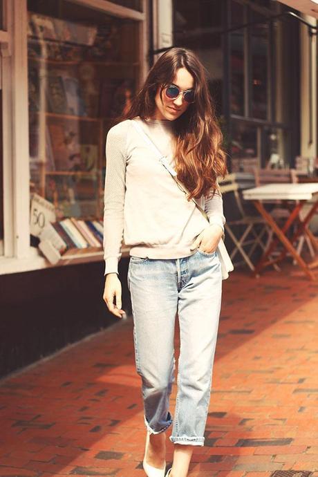 how to wear boyfriend jeans grey sweater
