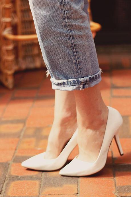 how to wear white stilettos