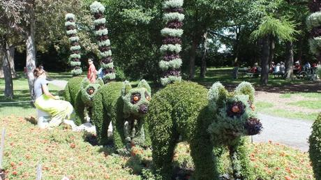 All In a Row (gardener pruning) - Mosaiculture - Montreal Botancial Gardens
