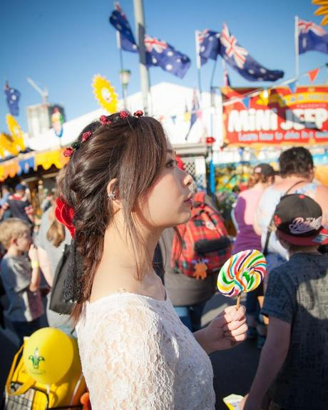 descriptive essay about a carnival A school carnival or a fete as it was twenty years ago is quite different from what it is today the present system of education has witnessed a gradual acceptance of.