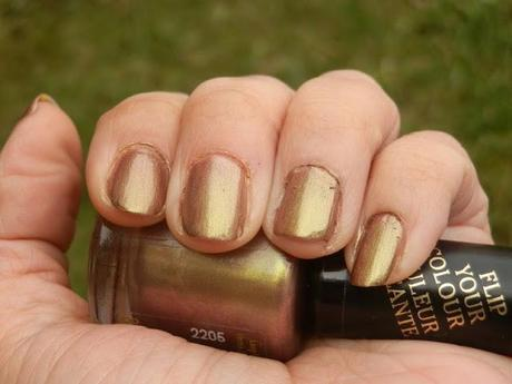 Rimmel London Metal Rush Gold Save The Queen Nail Polish Swatches