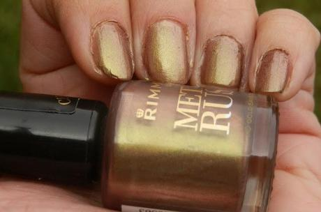 Rimmel London Metal Rush Gold Save The Queen Swatches