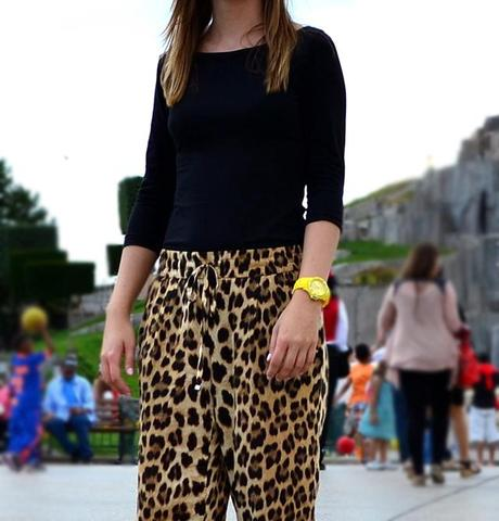 h&m top zara leopard trousers pants converse all star black allstar allstars disneyland paris disney ice watch yellow holiday citytrip outfitpost outfit fashion blogger belgium turn it inside out