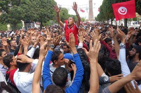 800px-1st_of_May_protest,_Avenue_Bourguiba,_Tunis,_Tunisia