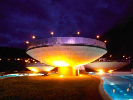 http://www.aqua-dome.at/en/spa/spa/levitating-bowls