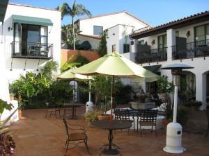 Spanish Garden Inn, courtyard