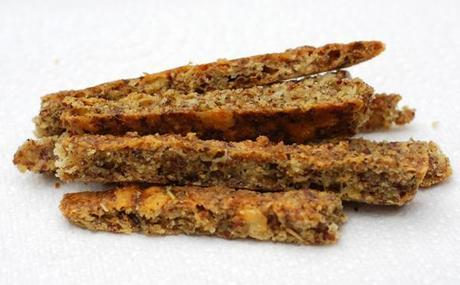 low-carb-cheese-straws-close-up-580