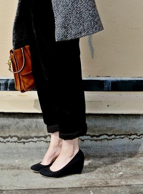 fall fashion, summer fashion, accessorize, styling, advice, tips, heels, overalls, red lips, street style, seattle, short blonde hair