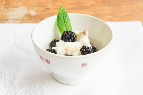 Whipped cream with blackberries recipe