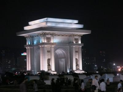 arc de triomph at night