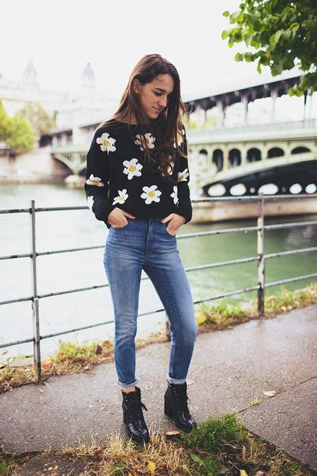 daisy love sweater from siren london, high waisted jeans rainy day look