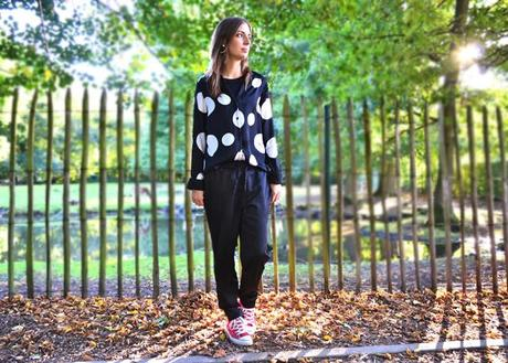 dots blouse h m trend shiny silk trousers pyjama trend all stars converse  red chuck taylor outfit ... c7586783e