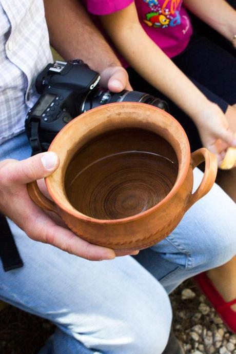 Clay vase to keep the water cold