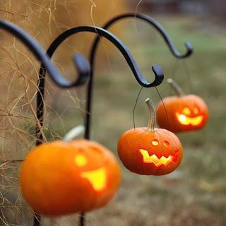 http://m5.paperblog.com/i/65/657630/halloween-wedding-ideas-scare-up-some-spooky--L-zJ6WCx.jpeg