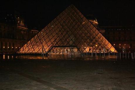paris louver glass pyramid at night