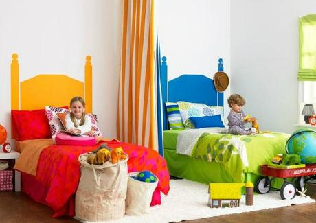 A girl and a boy sharing a kids 39 room paperblog for Childrens bedroom ideas boy girl sharing